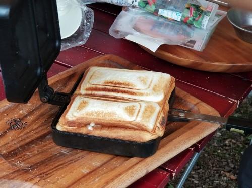 キャンプ飯 ハムとチーズのホットサンド