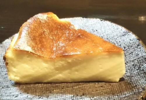 米っ子のチーズケーキ風おつまみ~岩塩と黒胡椒を添えて~ 500円