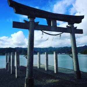 鳴無神社 海へ伸びる鳥居